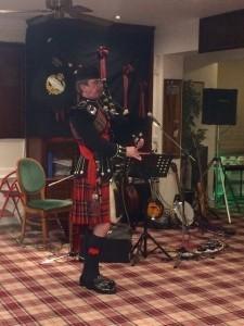 Highland Bagpiper - Bagpiper