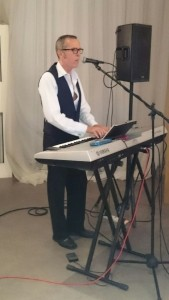 Brendan Lynch - Pianist / Singer