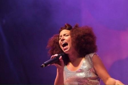 Maddie Wilson - Female Singer