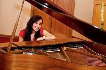 Jennifer Iovanne - Pianist / Singer