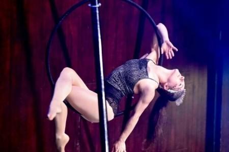 Amy Michelle Rochford - Aerialist / Acrobat