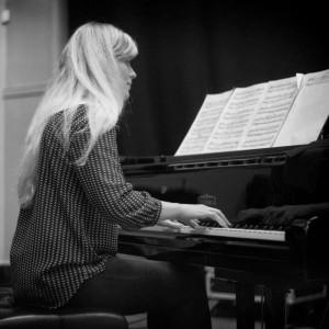 Victoria Robinson - Pianist / Keyboardist