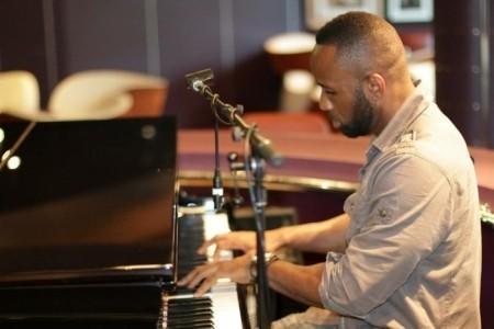 Jerome Tulloch - Pianist / Keyboardist