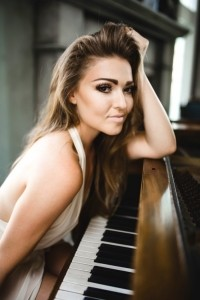 Autumn Melody Thomas - Pianist / Singer