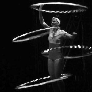 Hula Hoop/ Singer. / Lianna Ashton - Hula Hoop Performer