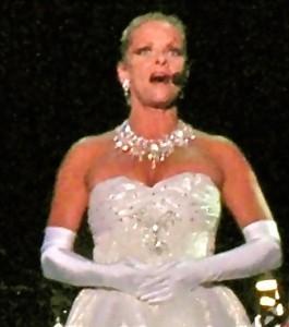Lainie Gulliksen  - Female Singer