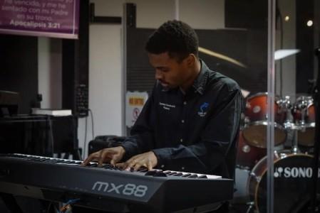Zammy Oswald Uwakweh - Pianist / Keyboardist