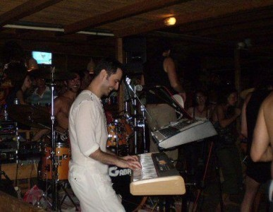 Temo - Pianist / Keyboardist