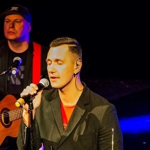 Johneys duo - Male Singer