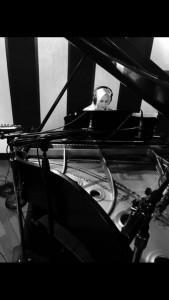 DANA MACLEOD - Pianist / Singer