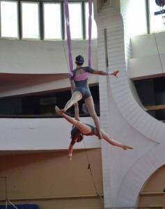 Famele Acrobatic duo  - Aerialist / Acrobat