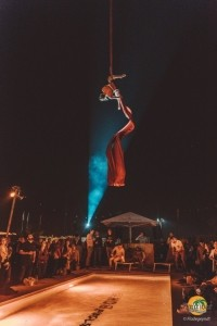 aerial silks - Aerialist / Acrobat