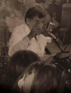 Tom Vicario - Guitar Singer