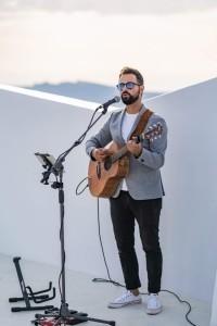 Louis Vlahakis - Guitar Singer