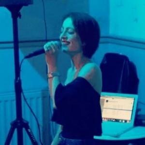 Laura Jepp - Female Singer