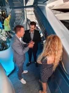 V.I.P. Magician is thé most exclusive magician in the world! - Close-up Magician