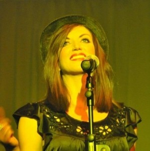 Lisa Harvey  - Female Singer