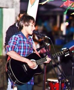 Tso Roshan - Acoustic Guitarist / Vocalist