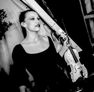 Francesca Musnicki - Violinist