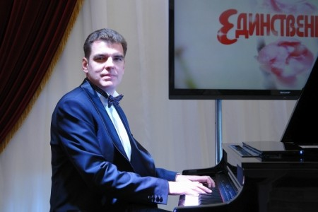 Pavlo Stolbov - Pianist / Keyboardist