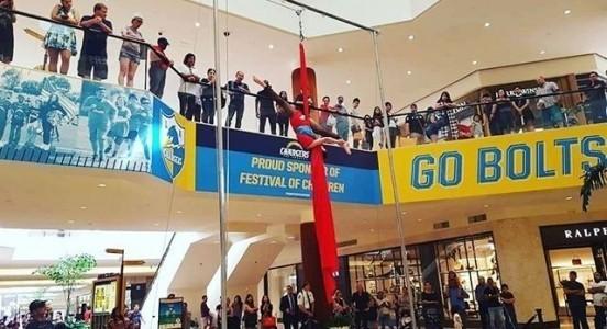 Darian Kaulahao - Aerialist / Acrobat