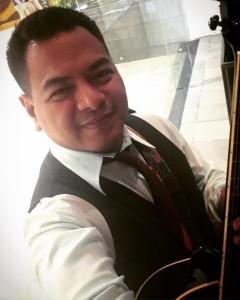 UNO - Acoustic Guitarist / Vocalist
