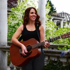 Laura Williams - Acoustic Guitarist / Vocalist