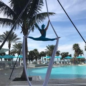Shelby Scott - Aerialist / Acrobat