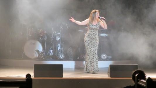 Victoria Francis Vocalist - Female Singer