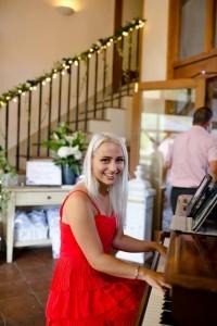 Pianist Nicole - Pianist / Keyboardist