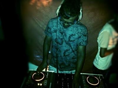 jo sh - Nightclub DJ