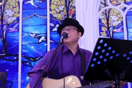 Vincent's Acoustic Guitar & vocalist - Guitar Singer