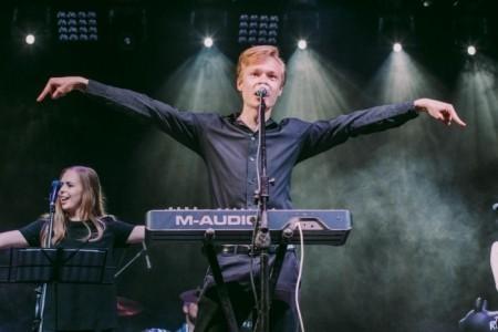 Stanislav Gelda - Male Singer