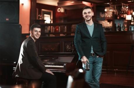 Live Lounge - Duo