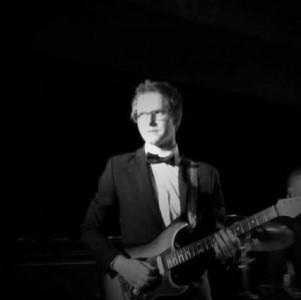 TOM J - Acoustic Guitarist / Vocalist