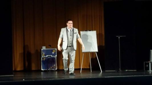 Wayne Goodman - Comedy Cabaret Magician