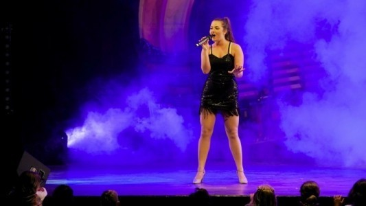 Laura Joely  - Production Singer