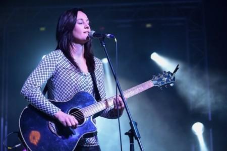 Mari Bosman - Female Singer