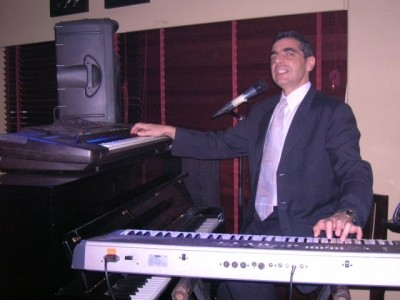 Vintage act. Singer /  Pianist / Trumpeter  - Pianist / Singer