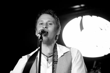 Elliot Porter - Male Singer