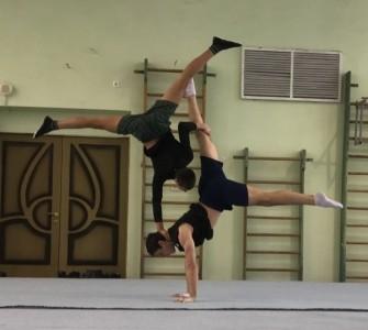Acrobatics - hand balance - Aerialist / Acrobat