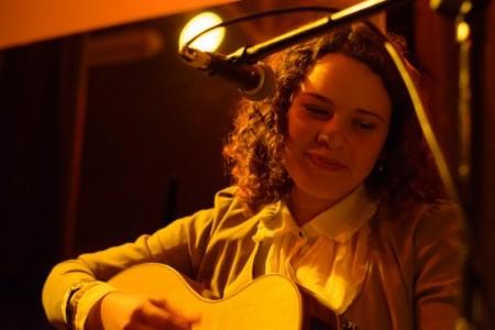 Blú Fourcade - Acoustic Guitarist / Vocalist