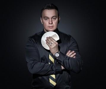 I do Close up, Parlor, Wedding, Corporate and Trade shows.  - Close-up Magician