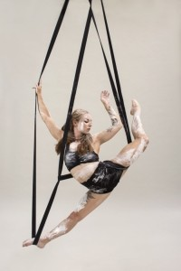 Eloise Currie - Aerialist / Acrobat