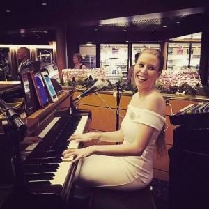 Kirsty Ann - Pianist / Singer