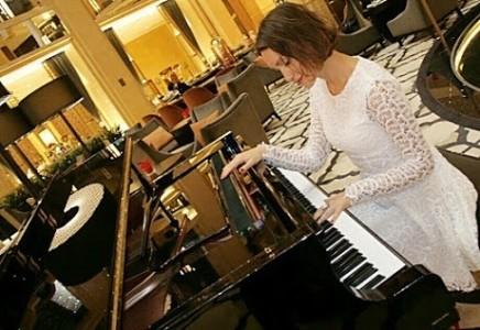 Daniela - Pianist / Keyboardist