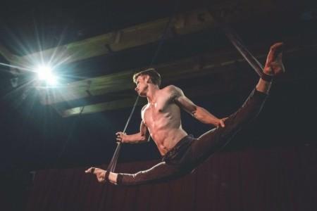 Tim Kriegler - Aerialist / Acrobat
