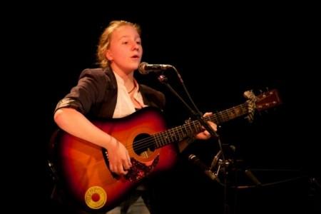 Emma Spray - Acoustic Guitarist / Vocalist