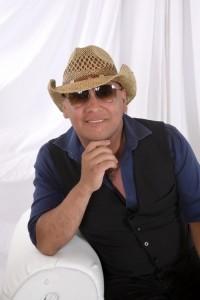 GUSTAVO  - Male Singer