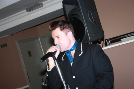 Andy Wilsher Sings...Robbie Williams image